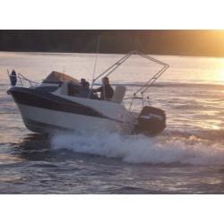 Motorový  kajutový člun M 460